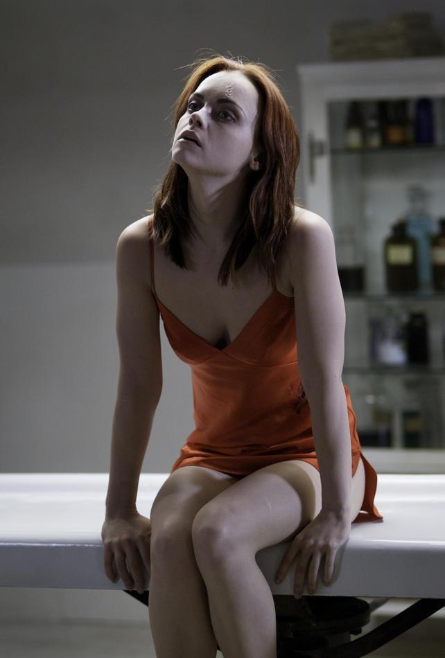 After-Life04-Movie-Stills-christina-ricci-11424851-642-950