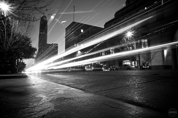 texas-austin-congress-avenue-light-streaks-M