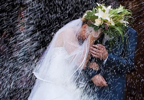 lancio-riso-nozze-salerno-rissa