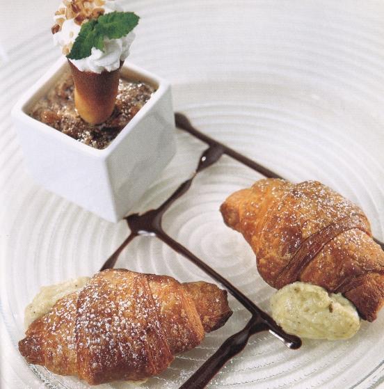 granite di caffè con croissants mignon