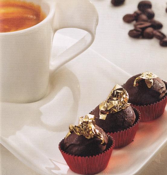 caffè con praline al cioccolato