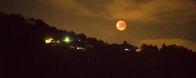 eclissi di luna a como