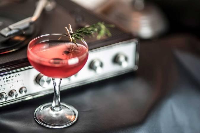cocktail e dischi in vinile