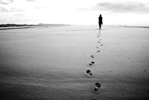 spiaggia-impronte